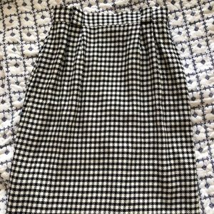 Beautiful black and white houndstooth skirt!